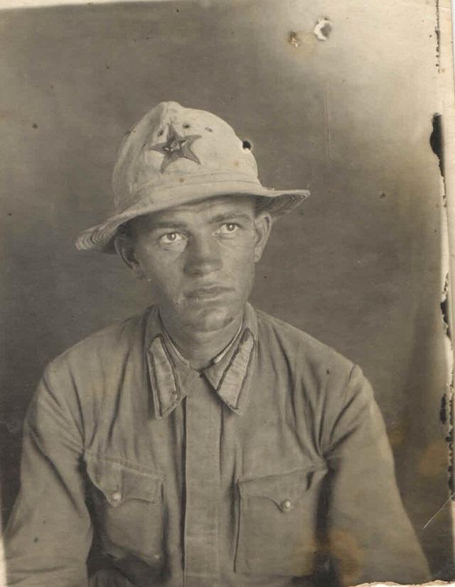 Горный стрелок Николай Вуколов, боец 83-й горно-стрелковой дивизий перед Иранским походом, 22 июня 1942 г.