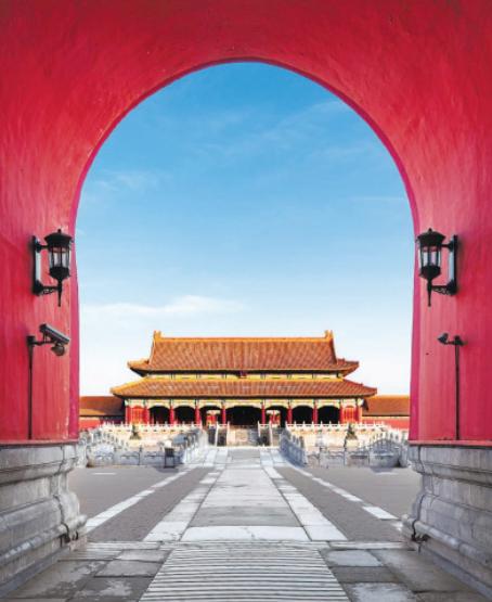 Врата высшей гармонии (Тайхэмэнь) – одно из самых популярных мест среди посетителей дворцового комплекса.