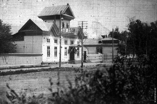 Один из первых кинотеатров города – «Электротеатр ХХ века», – здание пострадало от пожара, но восстанавливать его не стали и снесли полностью.