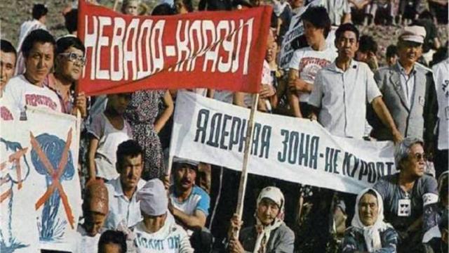 «Ядерная зона — не курорт!» — лозунги начала 90-х годов в Семипалатинской области.