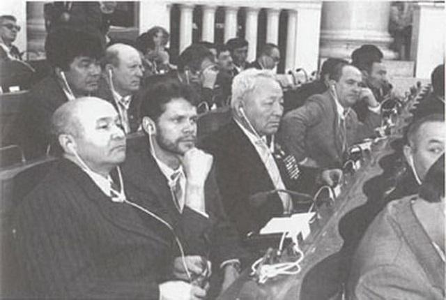 В зале заседаний ВС – идет осуждение текста декларации о суверенитете.