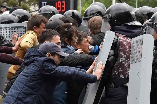 Приступ борцов за открытое общество в Казахстане.