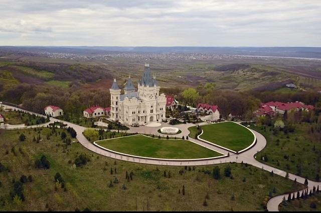 Роскошный замок семейства Стати в Молдове.