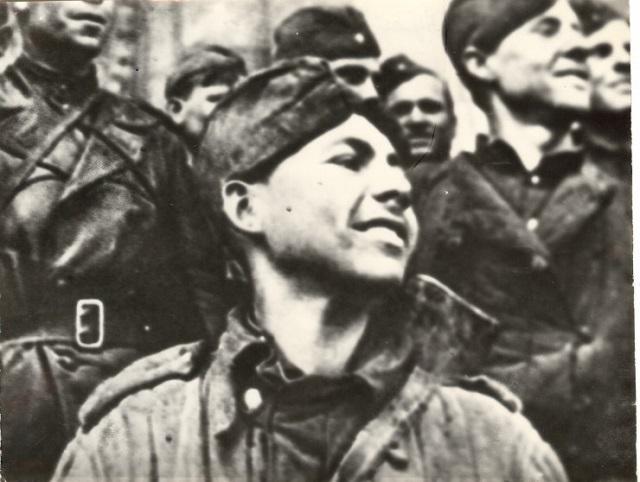 Рядовой Григорий Булатов, сын полка. В 1945 году ему было 19 лет.