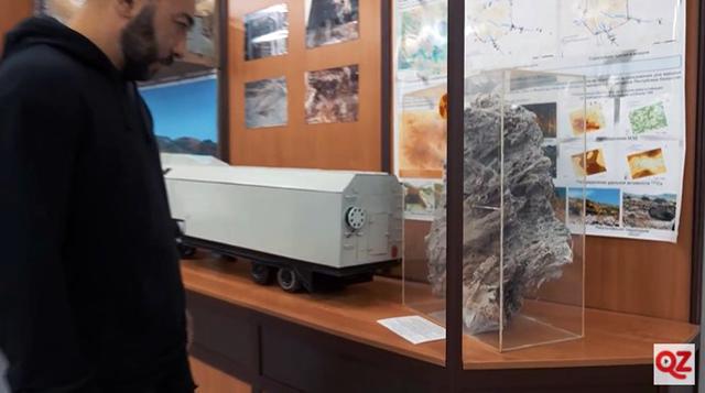 Экспонат музея в Курчатове: гранитный камень, превращённый от ядерного взрыва в пористую массу.