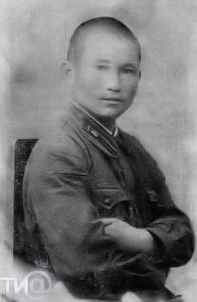 Танкист Жумаш Рахметов.