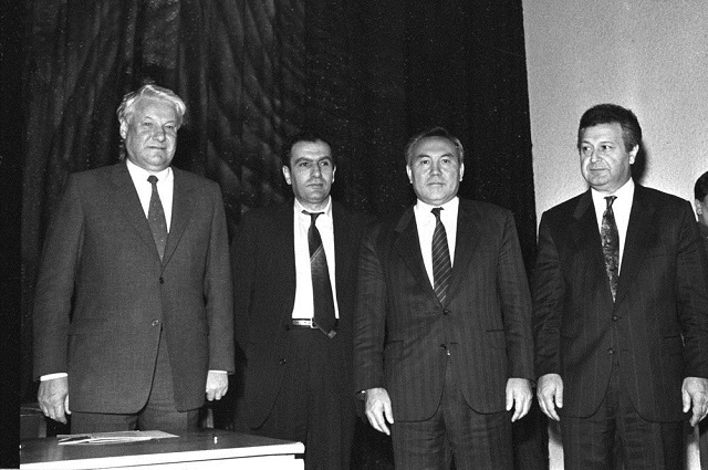 Действующие лица: Борис Ельцин, Левон Тер-Петросян, Нурсултан Назарбаев, Аяз Муталибов.