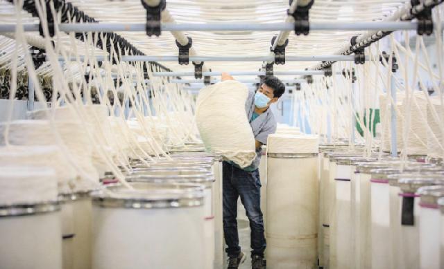 Хлопчатобумажная пряжа производится на фабрике Zhejiang Shiyada Textile Co в городе Ланьси, провинция Чжэцзян. Фабрика ежедневно использует более 30 тонн синьцзянского хлопка.