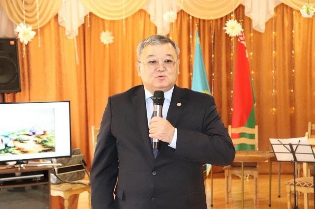 Чрезвычайный и полномочный посол РК в Беларуси Аскар Бейбесенов.