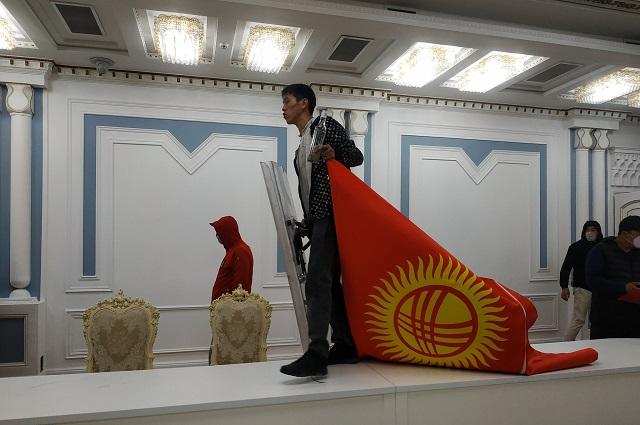 4-5 октября в Киргизии начались бурные выступления оппозиции, не признавшей итоги парламентских выборов.