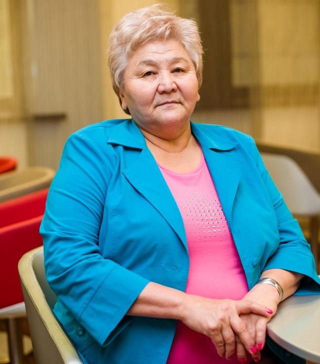 Баян Ахметжанова.